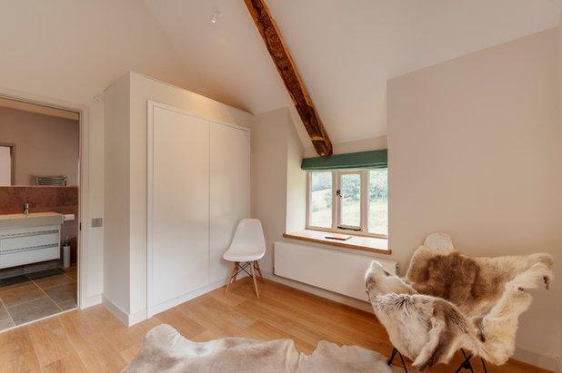Farmhouse Bedroom by van Ellen + Sheryn Architects