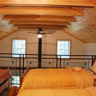 Inspiration pour une petite chambre rustique avec un mur blanc.