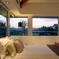 contemporary bedroom by Markus Canter (FCB:Design)
