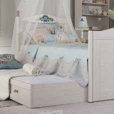 Traditional Bedroom by Turbo Beds