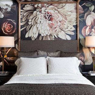 Ejemplo de habitación de invitados ecléctica, de tamaño medio, sin chimenea, con paredes multicolor, suelo de cemento y suelo gris