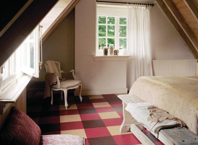 Классический Спальня by GreenBuildingSupply.com