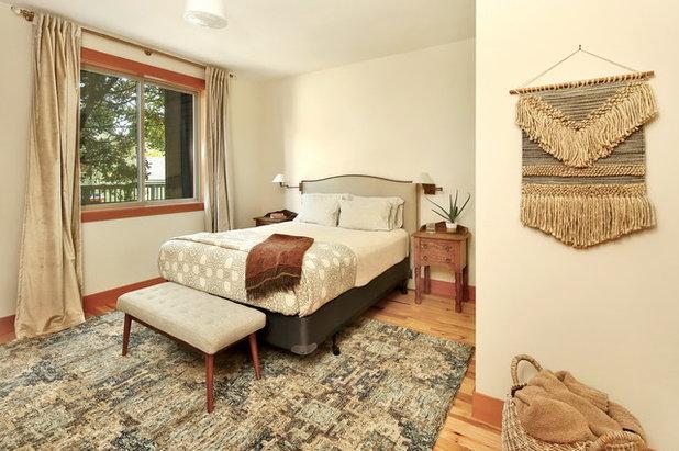 Rustic Bedroom by Bellingham Bay Builders