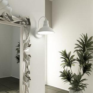 Свежая идея для дизайна: гостевая спальня среднего размера в викторианском стиле с белыми стенами, полом из керамогранита и серым полом без камина - отличное фото интерьера