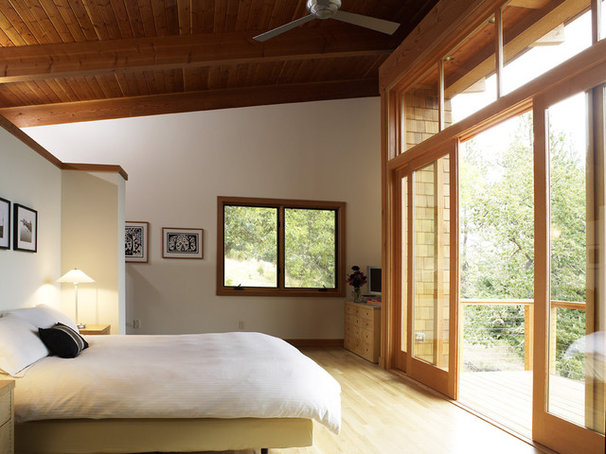 Rustic Bedroom by 2fORM Architecture