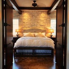 Farmhouse Bedroom by Bonterra Building & Design