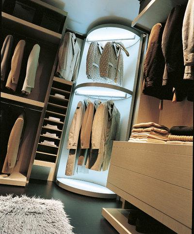 Modern Bedroom by WOKAI Design