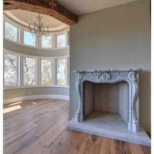 Foto de dormitorio principal, extra grande, con paredes verdes y marco de chimenea de piedra