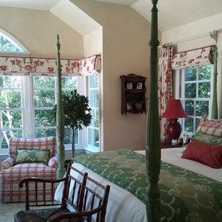 Bedroom - traditional bedroom idea in Los Angeles