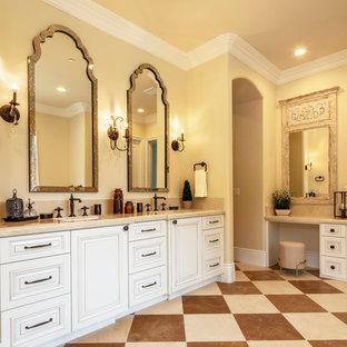 Пример оригинального дизайна: хозяйская спальня среднего размера в классическом стиле с коричневыми стенами, полом из керамической плитки и коричневым полом