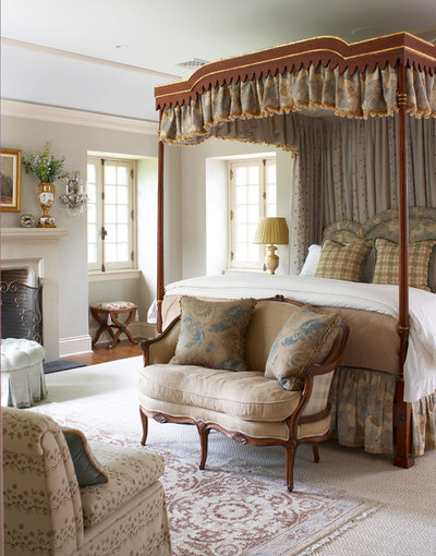 9 ways to dress a four poster bed for Traditional four poster beds
