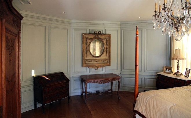 Traditional Bedroom by Hull Historical
