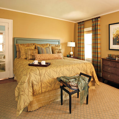 Small elegant master dark wood floor bedroom photo in Dallas with beige walls and no fireplace
