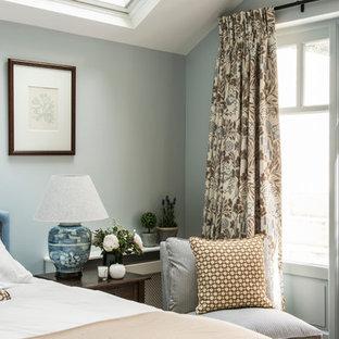 На фото: спальня в викторианском стиле с