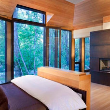 Modern Bedroom by Charles Cunniffe Architects Aspen