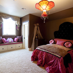 traditional bedroom by Rick Hoge