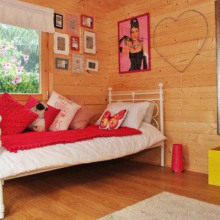 Imagen de habitación de invitados contemporánea, de tamaño medio, con suelo vinílico