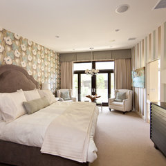 eclectic bedroom by Globus Builder