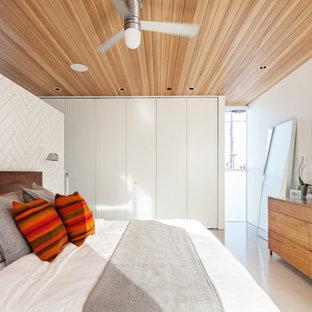 Foto de dormitorio contemporáneo, pequeño, con paredes blancas y suelo de cemento