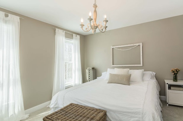 Farmhouse Bedroom by MGM Builders