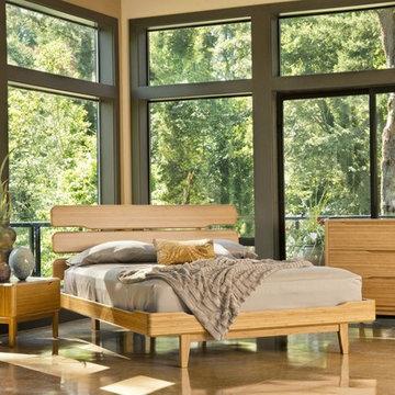 Greenington Currant King Platform Bedroom Set in Caramelized includes Bed, Night