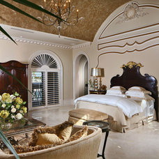 Traditional Bedroom by Ariam Interiors