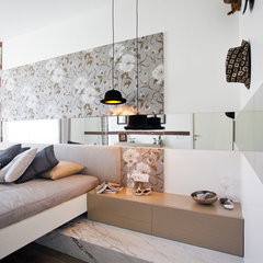 eclectic bedroom by Neslihan Pekcan/Pebbledesign