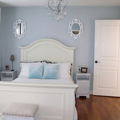 Inspiration for a contemporary guest medium tone wood floor bedroom remodel in Toronto with blue walls and no fireplace