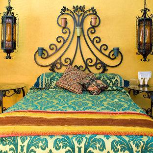 Bild på ett eklektiskt sovrum