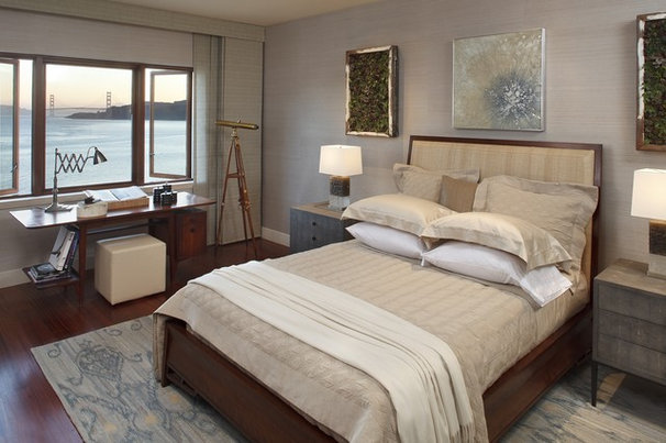 Modern Bedroom by Lindy Donnelly