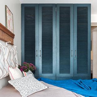 Bedroom - eclectic bedroom idea in Mumbai