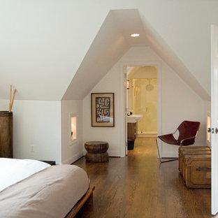 Modelo de dormitorio contemporáneo, pequeño, con paredes blancas