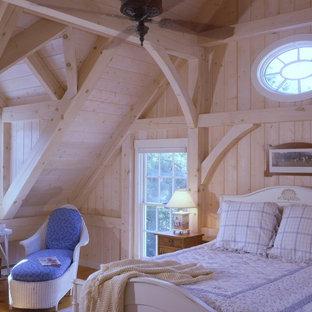 Ispirazione per una camera degli ospiti con pavimento in legno massello medio
