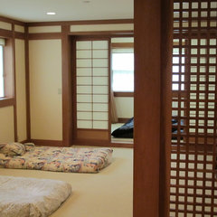 asian bedroom by Guinn Construction LLC