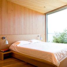 Modern Bedroom by RUFproject