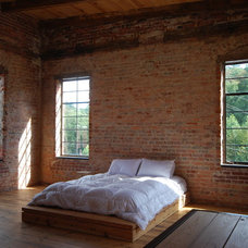 Industrial Bedroom by STUDIO.BNA architects