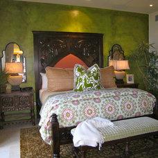 Mediterranean Bedroom by W e n d y   Z o l e z z i   D e s i g n