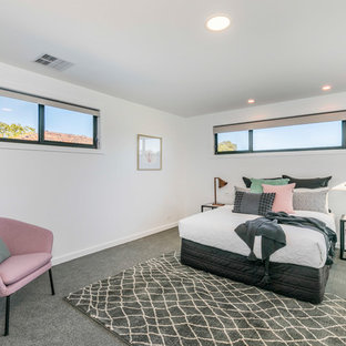 Photo of a beach style bedroom in Canberra - Queanbeyan.