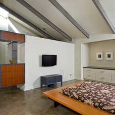 Modern Bedroom by Green Sand Architecture + Sustainability