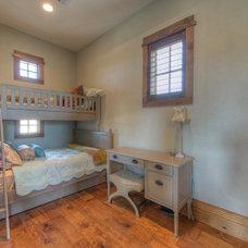 Rustic Bedroom by Vanguard Studio Inc.