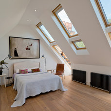 Contemporary Bedroom by DDWH Architects