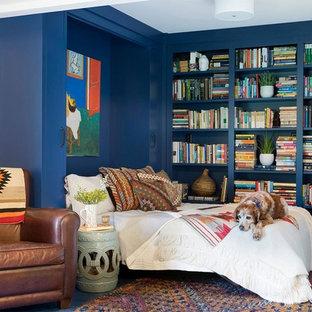 Imagen de habitación de invitados vintage con paredes azules