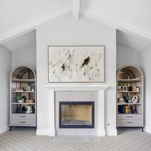 Imagen de dormitorio principal, abovedado y papel pintado, clásico renovado, grande, papel pintado, con paredes grises, moqueta, chimenea tradicional, marco de chimenea de madera, suelo gris y papel pintado