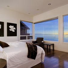 Contemporary Bedroom by Maximilian Huxley Construction