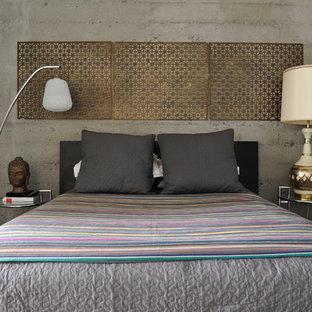 Idee per una camera da letto eclettica con pareti grigie