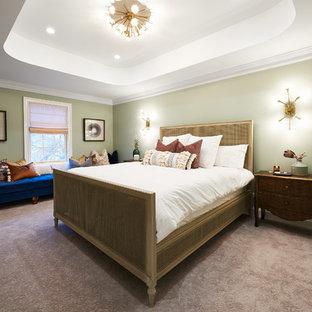 Diseño de dormitorio principal, ecléctico, grande, con paredes verdes, chimenea de doble cara y suelo gris