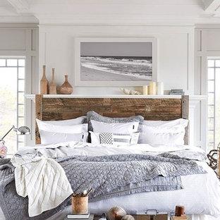 Inspiration pour une grande chambre d'amis marine avec un mur blanc.