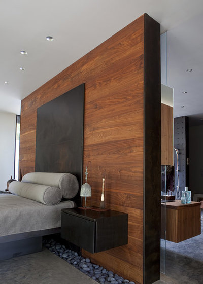 Contemporary Bedroom by Hufft