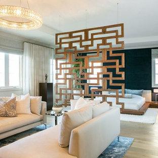Стильный дизайн: гостевая спальня среднего размера в современном стиле с бежевыми стенами, бетонным полом, серым полом, горизонтальным камином и фасадом камина из плитки - последний тренд