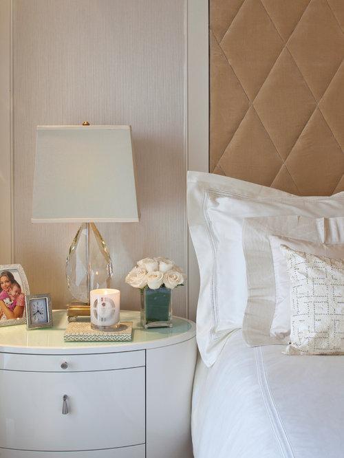 schlafzimmer mit teppichboden und rosafarbenen w nden. Black Bedroom Furniture Sets. Home Design Ideas